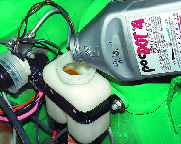 замена тормозной жидкости