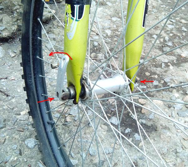 снятие колеса с велосипеда