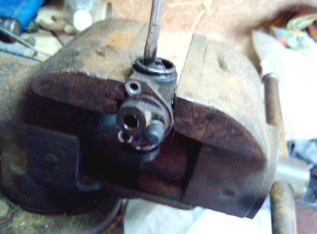 ремонт заднего тормозного цилиндра ваз