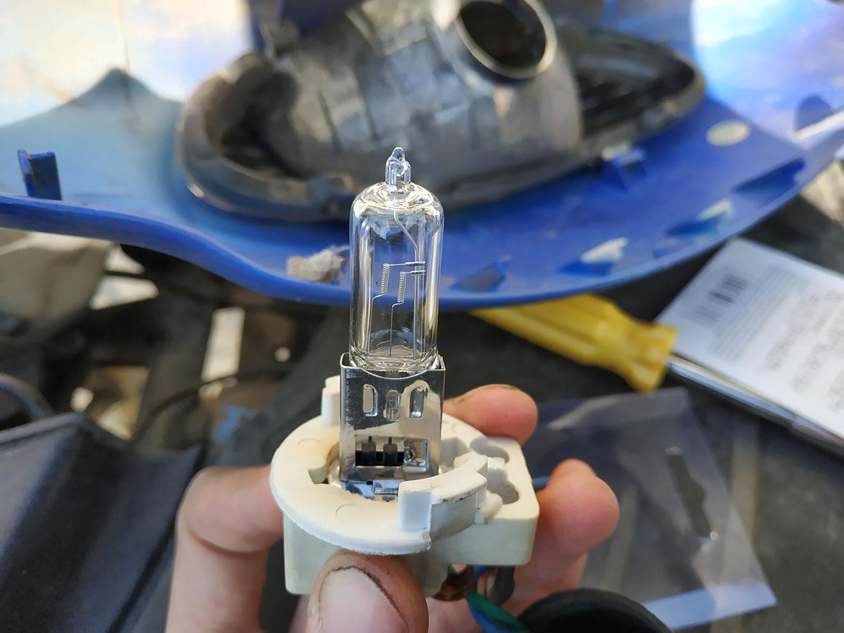 установка лампы в скутер