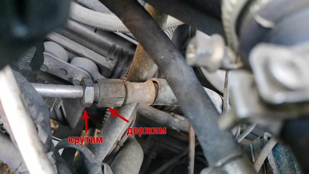 отсоединение рампы от шланга топливоподачи