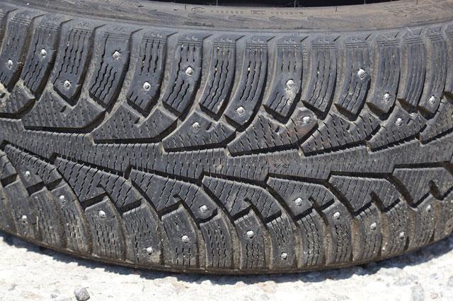 зимняя шина с шипами