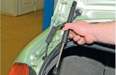 замена газовых упоров багажника калина