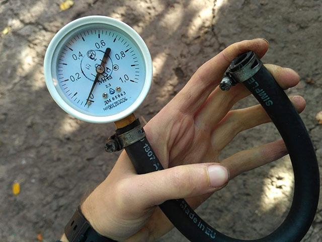 манометр для измерения давления топлива